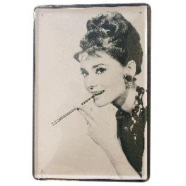 Audrey Hepburn fumando